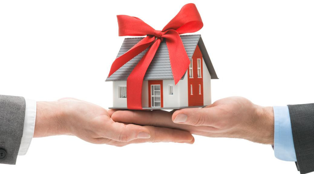 closing-gift-1038x576